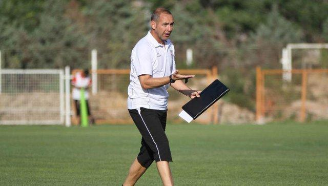 مربی سپاهان: در نیمه دوم نتوانستیم بازی را کنترل کنیم، این بازی درسی برای ما بود