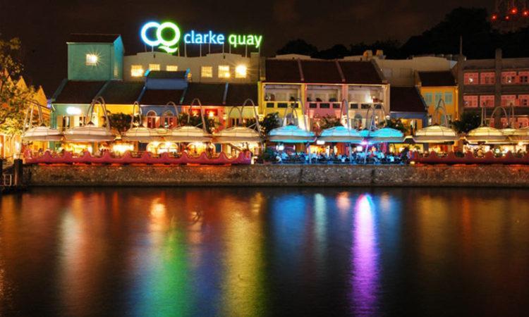 سنگاپور با زندگی شبانه در اسکله کلارک