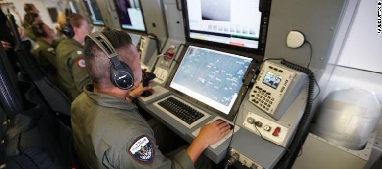 هشدار نیروی دریایی چین به هواپیمای آمریکایی: هشدار؛ این صدای چین است؛ سریعا اینجا را ترک کنید