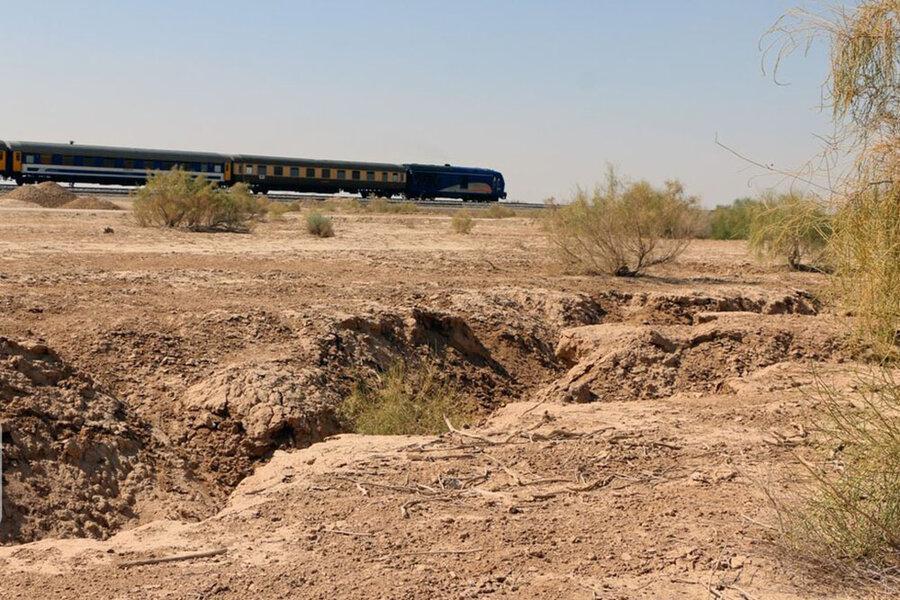 خطر بزرگ در کمین مسافران قطار تهران - مشهد ، فرونشست زمین به نزدیکی خط آهن تهران - مشهد رسید ، تصاویر آن را ببینید