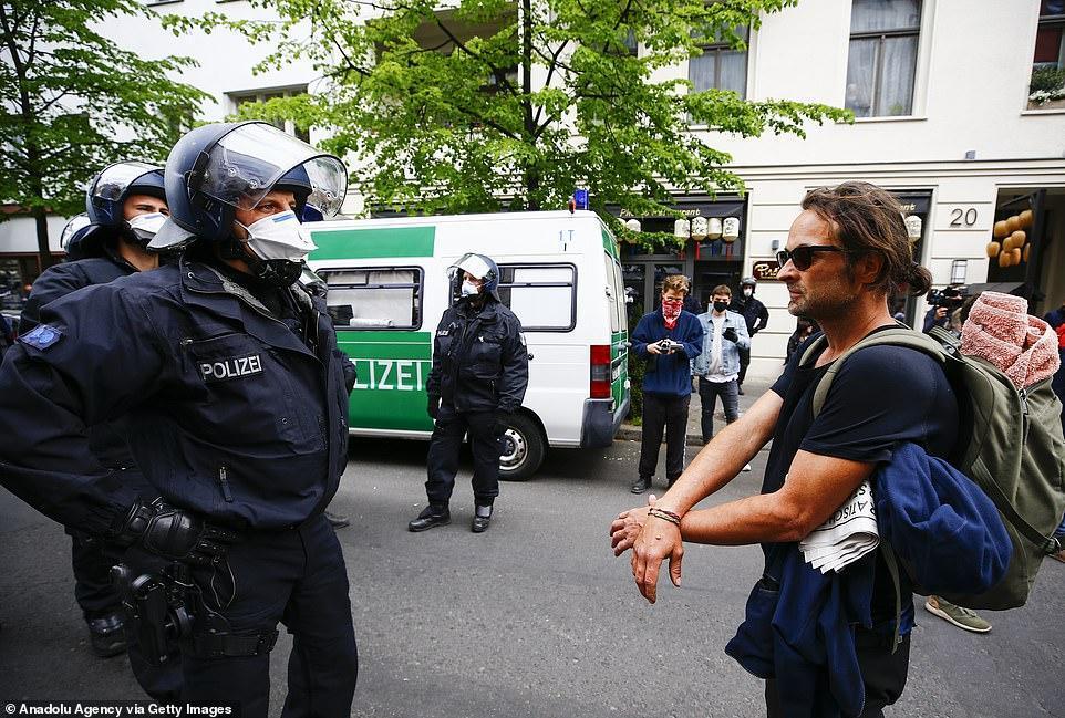 کرونا؛ تظاهرات علیه قرنطینه در آلمان (