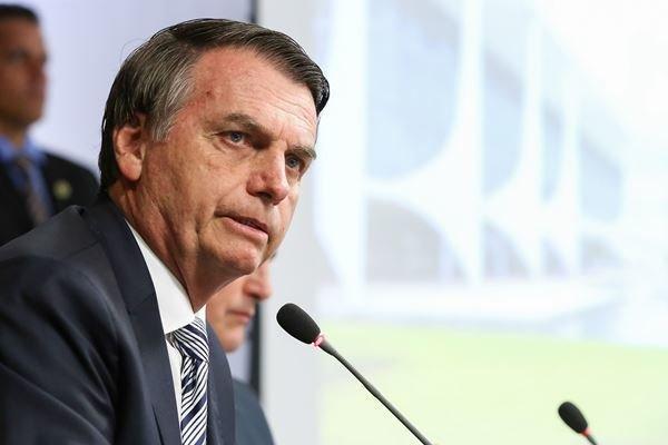 رئیس جمهور برزیل دارای علائم ابتلا به ویروس کرونا است