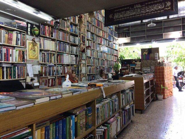 نصب تابلو های راهنمای کتابفروشی ها در معابر