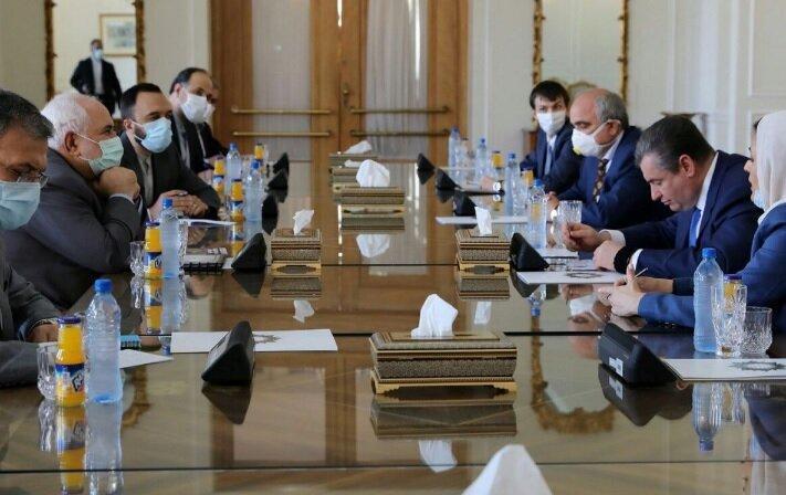 دیدار ظریف با رئیس کمیته بین الملل دومای روسیه، همکاری بلند مدت دو کشور محور گفتگو، عکس