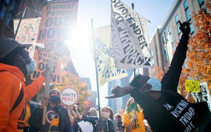جشن خیابانی در فیلادلفیا؛ مردم به استقبال پیروزی بایدن رفتند