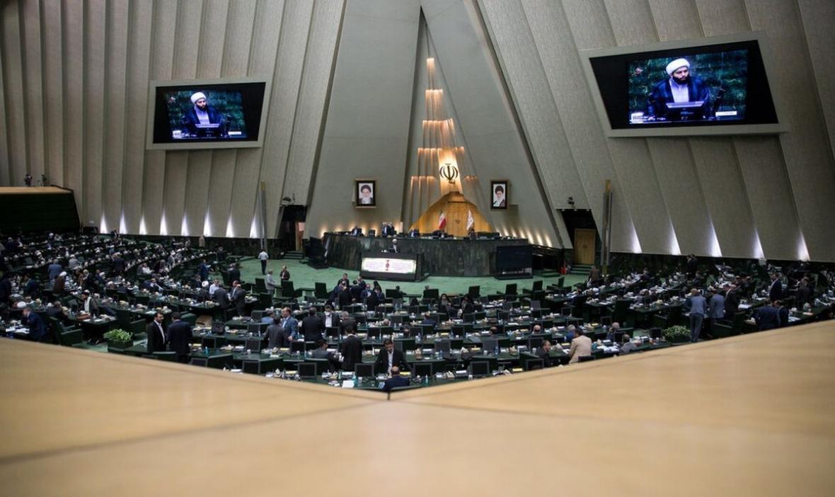 مجلس در هفته ای که گذشت؛ از رأی منفی به افزایش ظرفیت کمیسیون ها تا پهن کردن فرش قرمز برای دشمن توسط رئیس جمهور