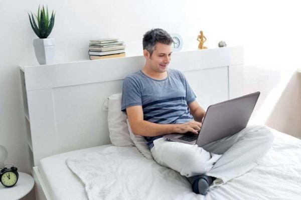 آیا درازکشیدن در حین کار بهتر از نشستن است؟