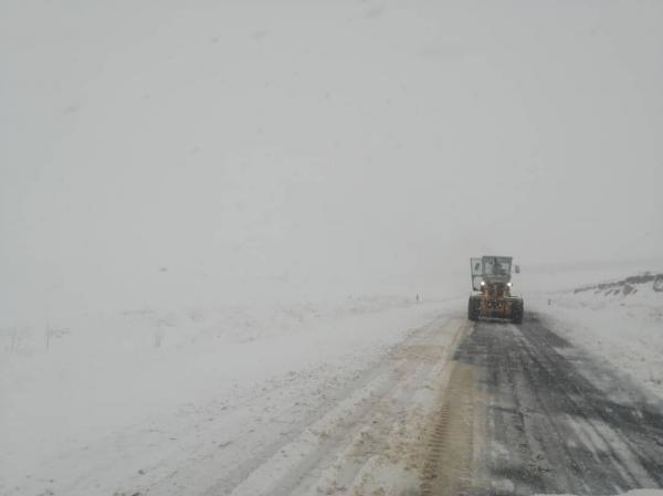 خبرنگاران کولاک برف بر فراز اردبیل؛ رانندگان احتیاط نمایند