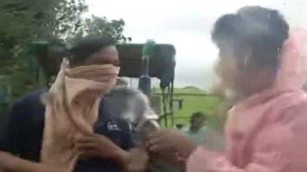 پاسخ عجیب شهروند هندی به خبرنگار در خصوص طوفان!