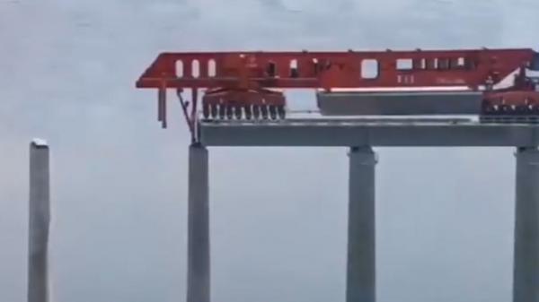 ساخت پل های غول پیکر با ماشین آلات پیشرفته